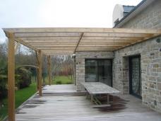 Abris de jardin, pergola, garage par Menuiserie Pouivé à Mériadec