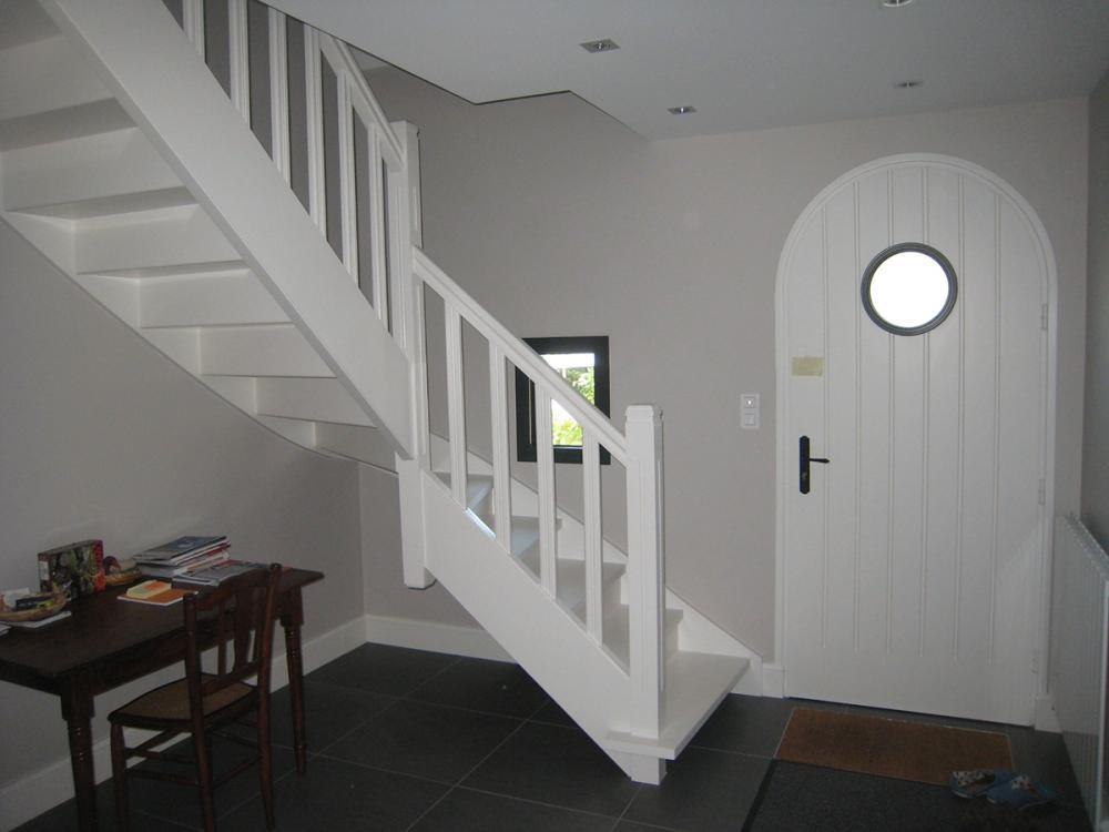 ralisation dun escalier 14 tournant en bois blanc